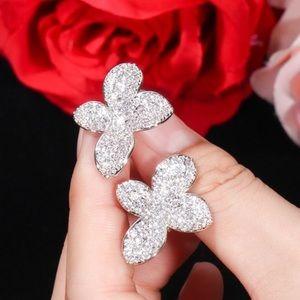 Jewelry - 💎SPARKLING 18K White Gold Overlay Earrings